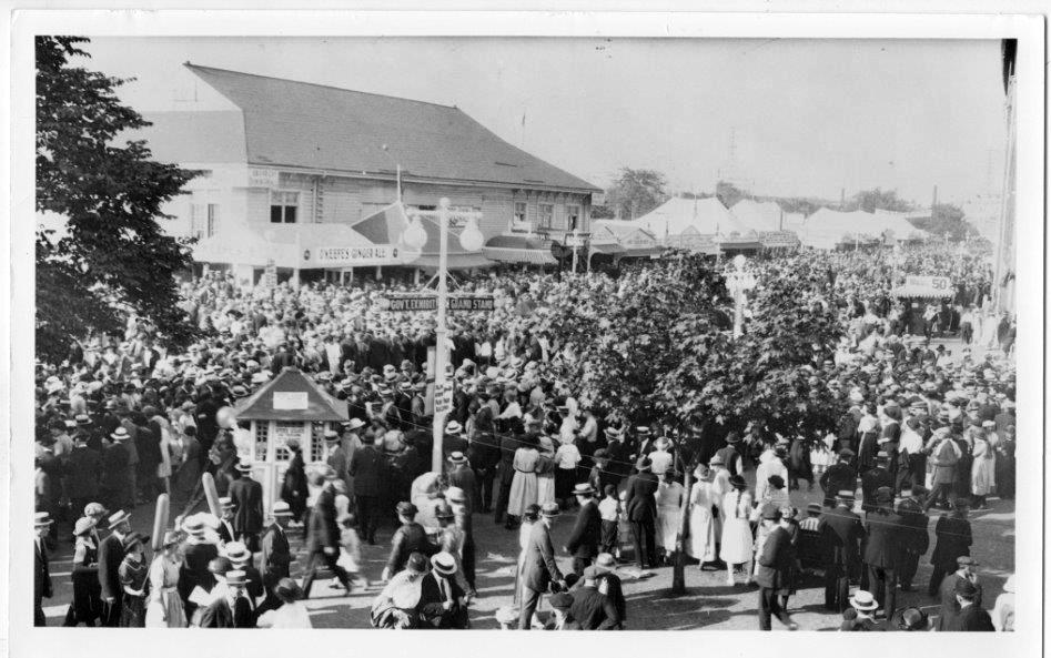CNE Crowds In 1922