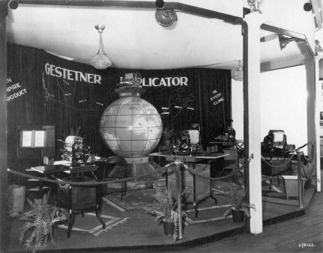 Gestetner Display, 1932