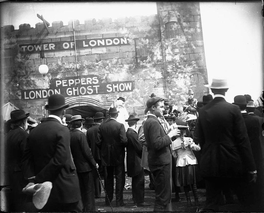 1899 Tower Of London Ghost Show
